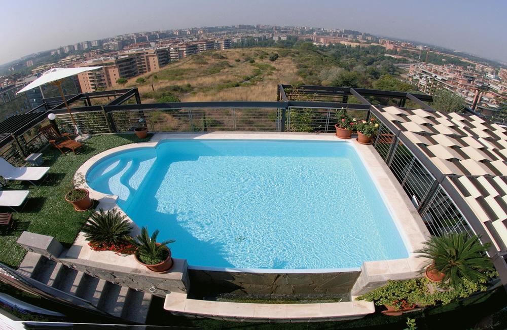 Vista dall'alto di una piscina MsPiscine