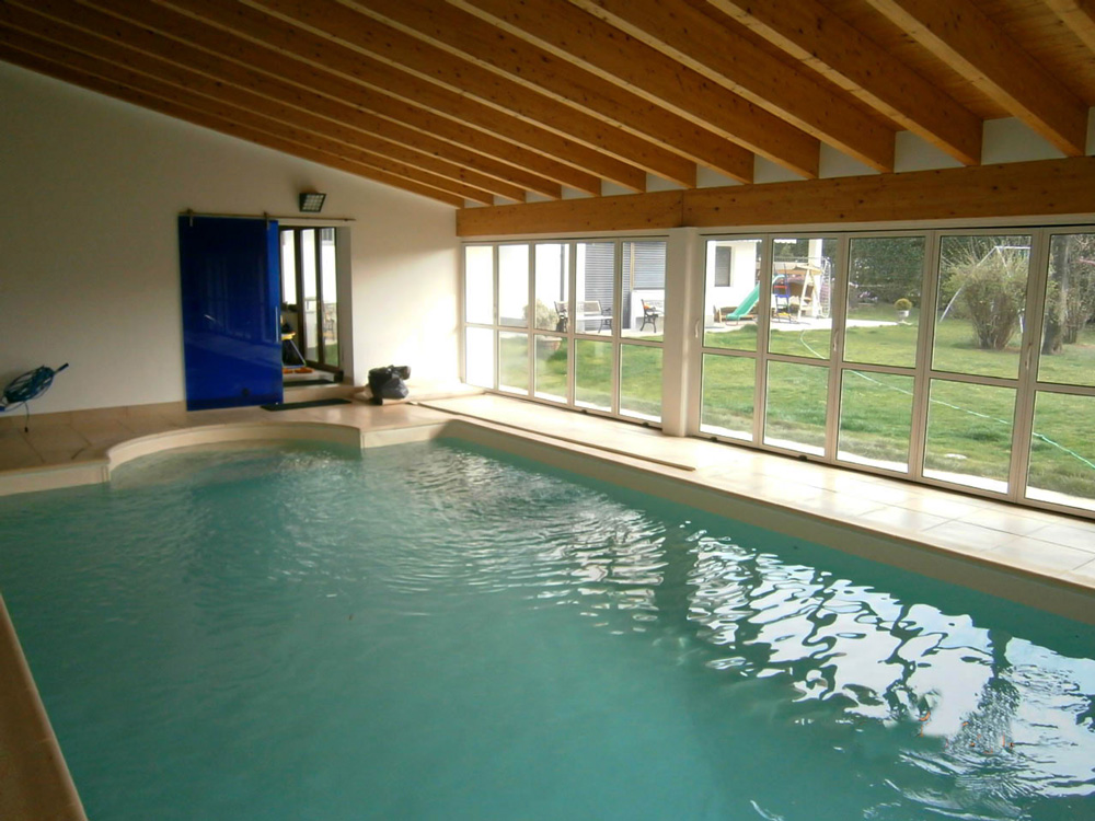 Scorcio di una piscina interna MsPiscine